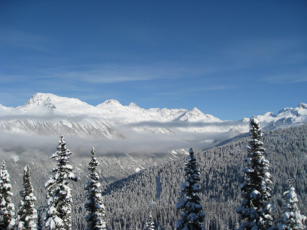 20180102_clouds-step-between-whistler-and-blackcomb